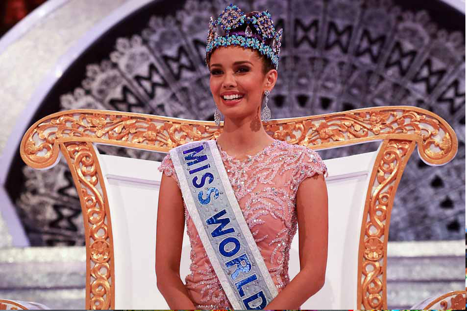 Fashion Beauty World Facebook: Devina DeDiva Insults Miss World 2013, Megan Young