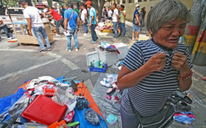 Viral Online: Heartbreaking Photo of a Street Vendor After the Clearing Operation Team Confiscates her Cart